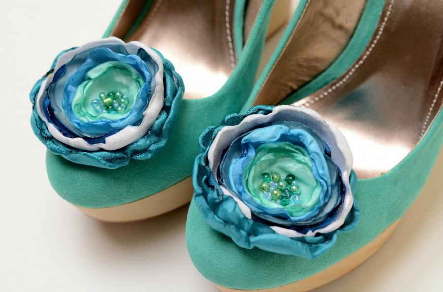 Свадьба - Bridesmaid Bridal Shoe Clips in Blue Teal Seafoam Aqua White - Something Blue Shoe Clips