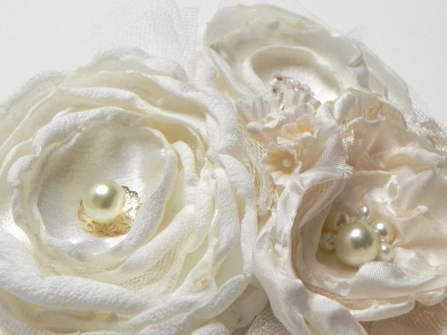 زفاف - Bridal Flower Hair Clip Fascinator in Butter Cream Pearl Ivory Cream Champagne - Add to your birdcage Veil - SALE -