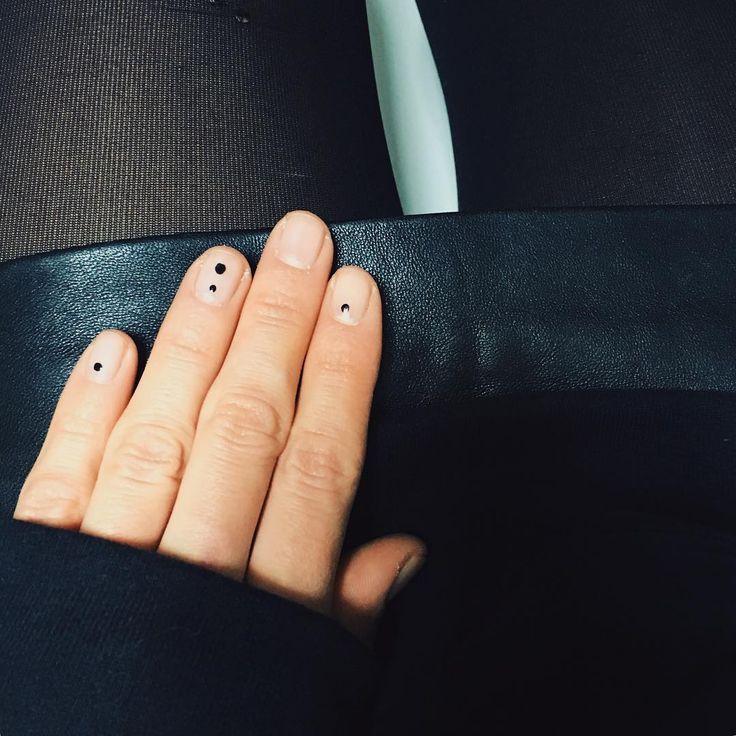 Nail Minimal Nail Art 2638809 Weddbook
