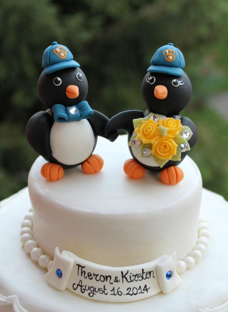 Mariage - Wedding penguin cake topper, holding hands penguins with baseball hats, sport themed wedding