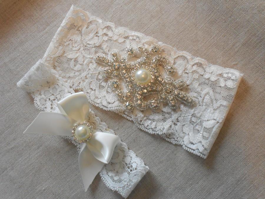 Свадьба - Wedding Garter Set Ivory or White Stretch Lace Bridal Garter Set With Rhinestone Diamond Setting Garter Set.