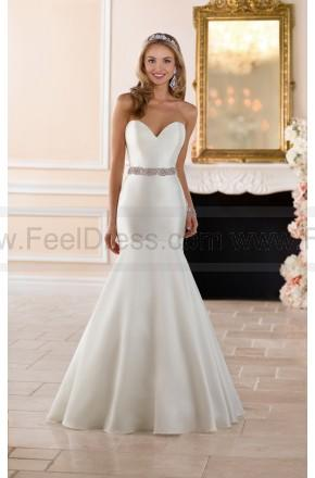 Свадьба - Stella York Curve Hugging Wedding Dress Style 6390