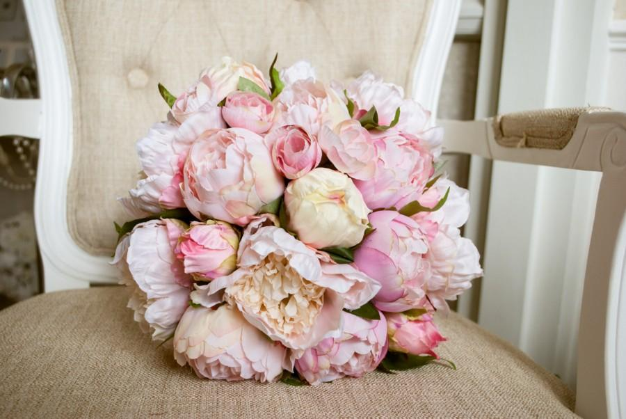Mariage - Blush pink and pale pink silk wedding bouquet. Made with artificial peonies.