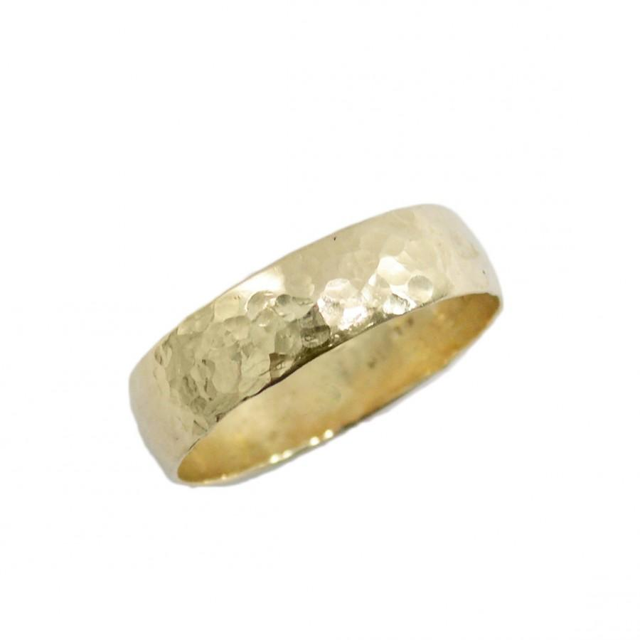 Mariage - Hammered wedding ring. 14k yellow gold 5mm wedding band men wedding ring, women wedding band, his hers wedding rings (gr-9131-663)