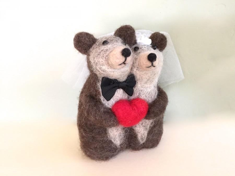 Свадьба - Needle felting Bear Mr and mrs cake topper animal with red heart bear wedding one of a kind unique OOAK wedding cake topper needle felted