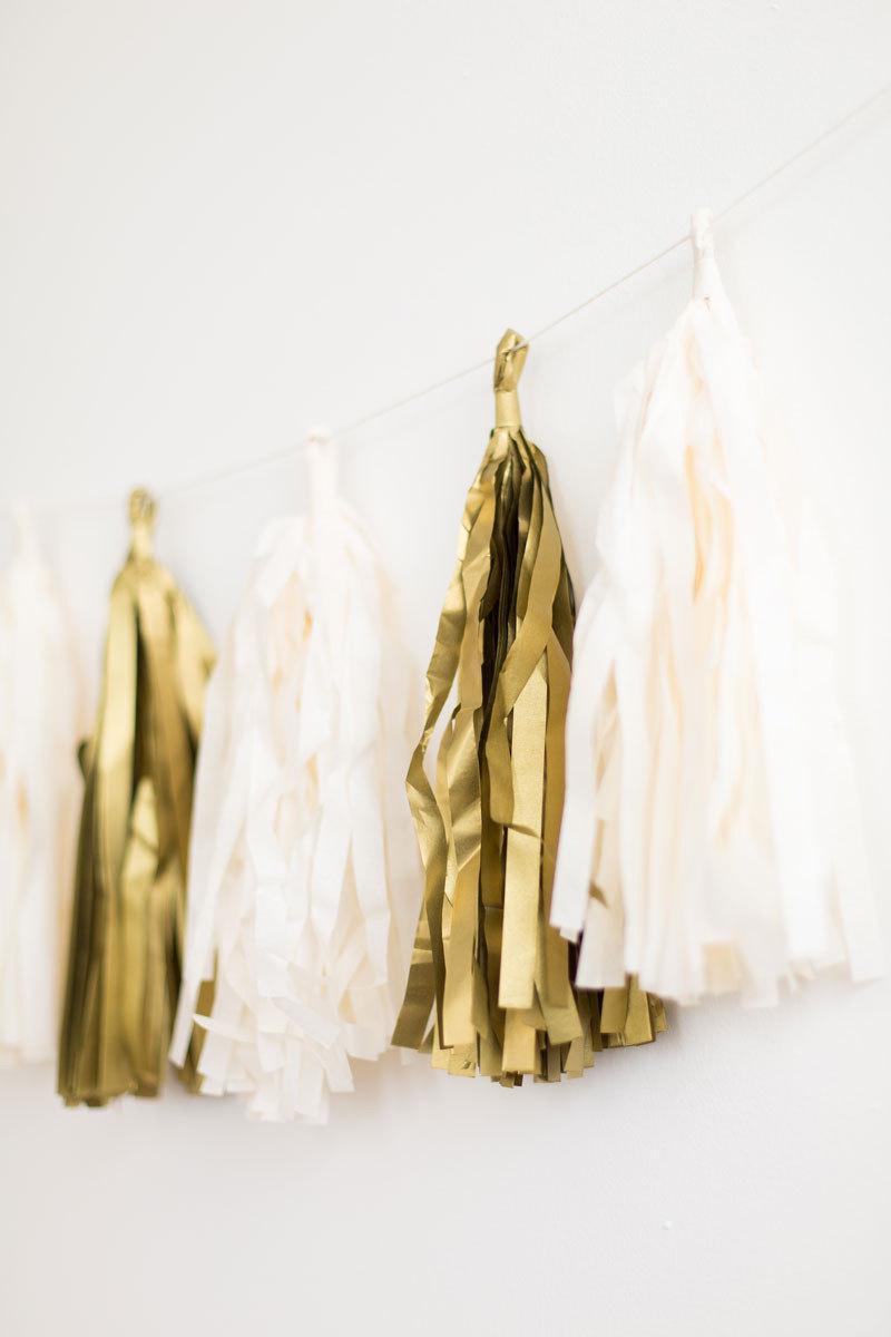 Mariage - Tassel Garland / Gold / Silver / White / Balloon Tail / Wedding / Birthday / Baby Shower / DIY