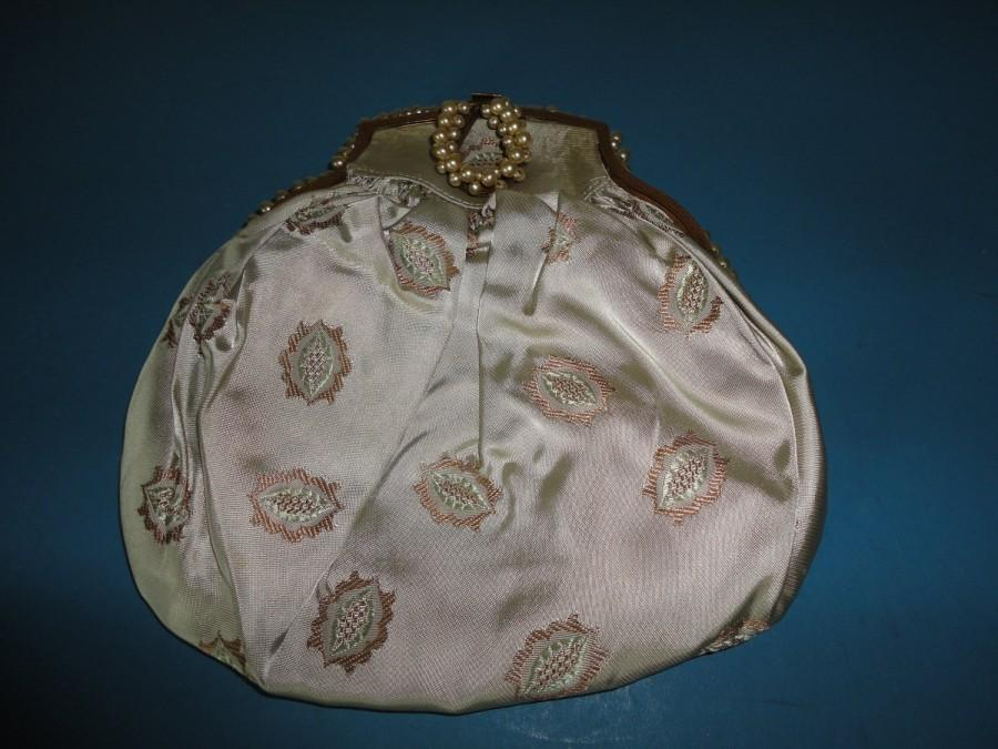 Свадьба - Antique/Vintage French Pearl Clasp and Frame Evening Bag/Purse - Very Rare - Pale Green Sateen with Gold Lozenge design