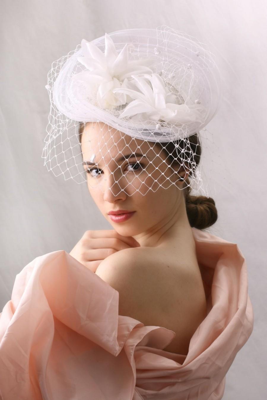 Mariage - White Veiled  Wedding Hat, Spring summer wedding fascinator, Bridal fascinator hat, Haute couture wedding hat, Couture millinery bridal hat