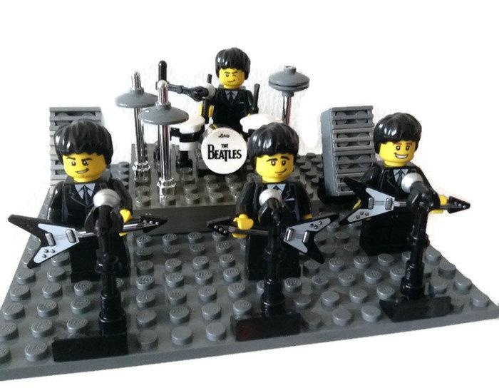 Свадьба - Beatles Cake Topper Birthday Wedding Anniversary Cake Topper Gift/Table Decoration Genuine Lego Minifigures Made to Order