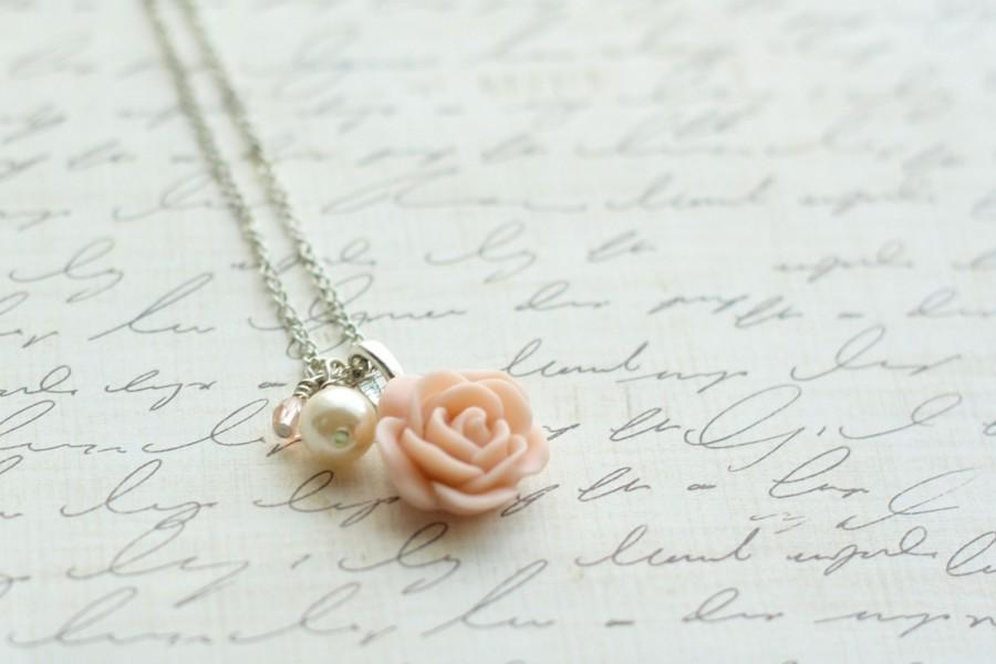 Свадьба - SALE - Blush Rose Necklace - Blush and Pearl Necklace - Blush Wedding - Bridesmaid Necklace - Rose Necklace - Antique Pink Rose Necklace