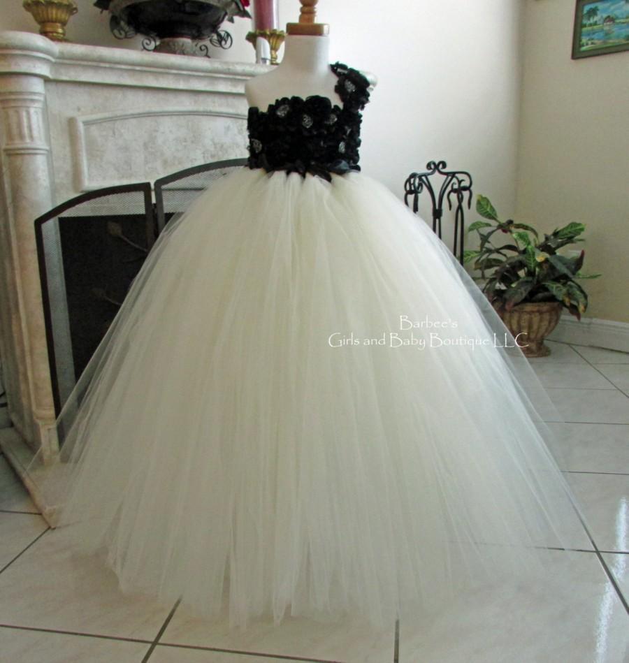 Mariage - Black and Ivory Flower Girl Tutu Dress with Chiffon Flowers.  Wedding, Birthday, flower girl, photo Pro, flower girl dress