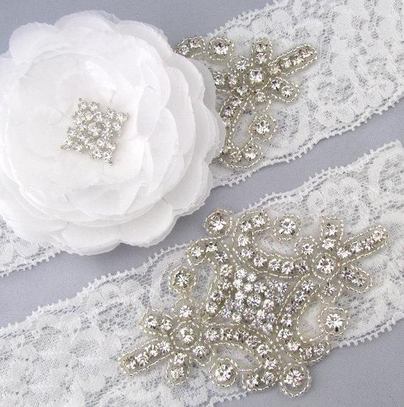 Свадьба - Flower Garter, Wedding Garter Set, White Lace Garter, Crystal Rhinestone Bridal Garters, Keepsake and Toss Garters