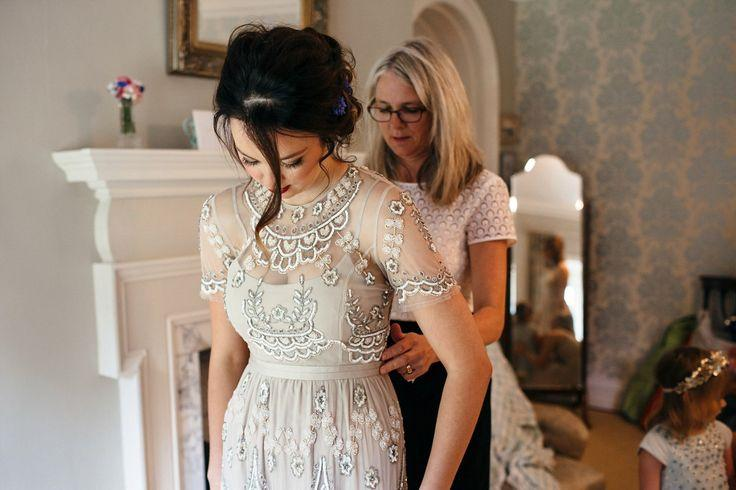 Mariage - Balloons, Glitter And A Needle & Thread Gown For A Love My Dress Writer's Wedding