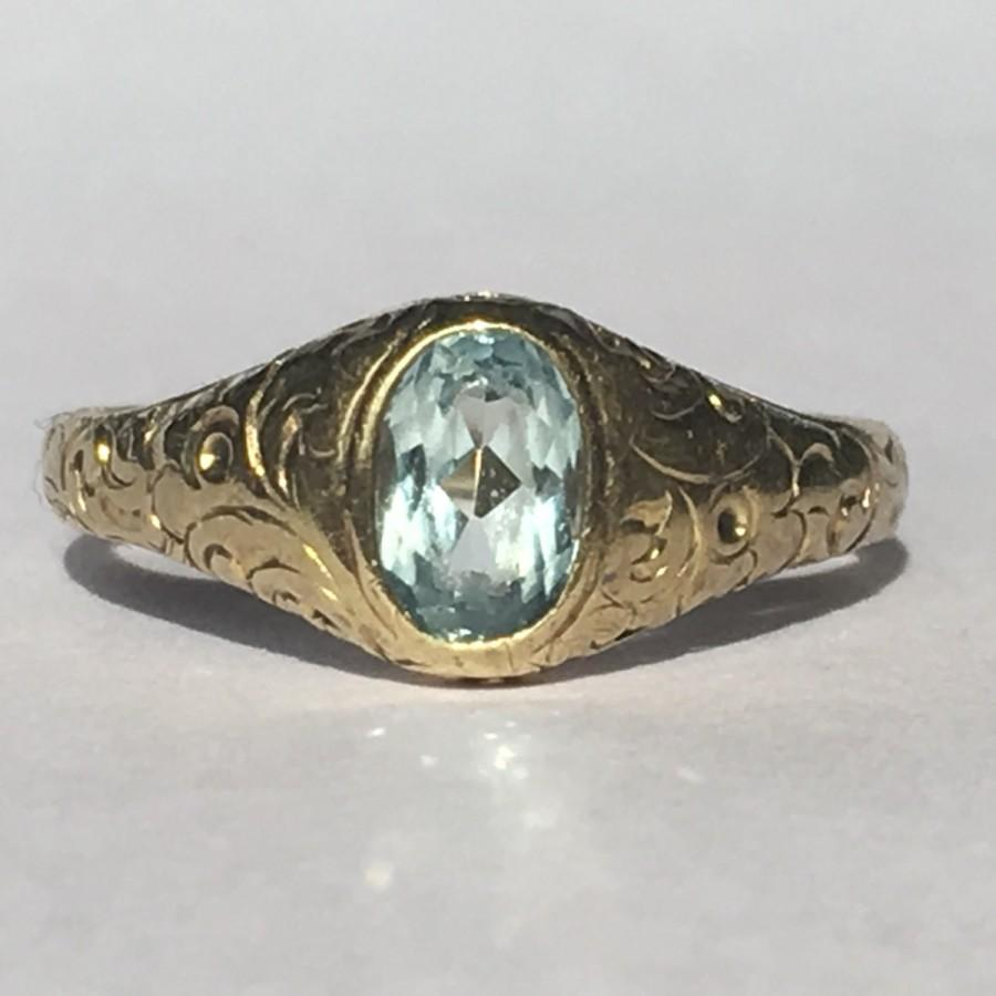 Mariage - Vintage Aquamarine Ring. 10k Yellow Gold Etched Setting. Unique Engagement Ring. March Birthstone. 19th Anniversary Gift. Estate Jewelry.