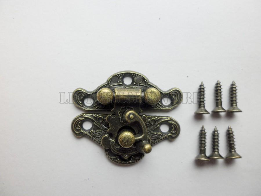 Свадьба - 23mmX28mm antique Brass Jewelry Box Staple Hasp Catch small box hardware jewelry box latch wooden boxes making LC0052