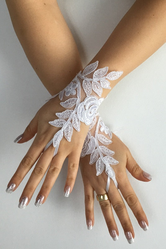 Wedding - FREE SHIP White Wedding gloves bridal gloves lace gloves fingerless gloves french lace gloves,handmade