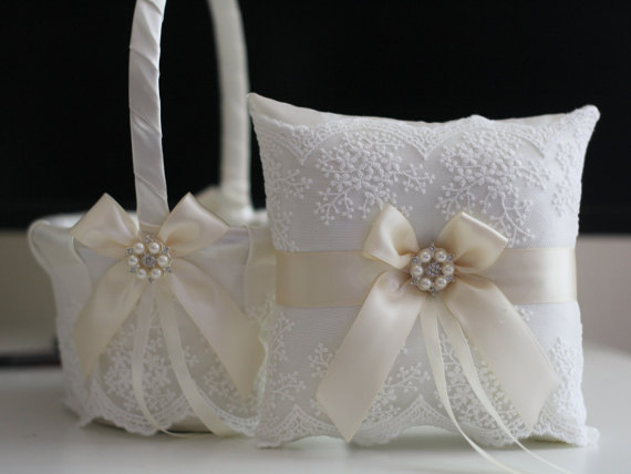زفاف - Ivory Wedding Basket  Lace Wedding Pillow  Cream Flower Girl Basket  Ivory Ring bearer Pillow  Beige Wedding Pillow Basket Set