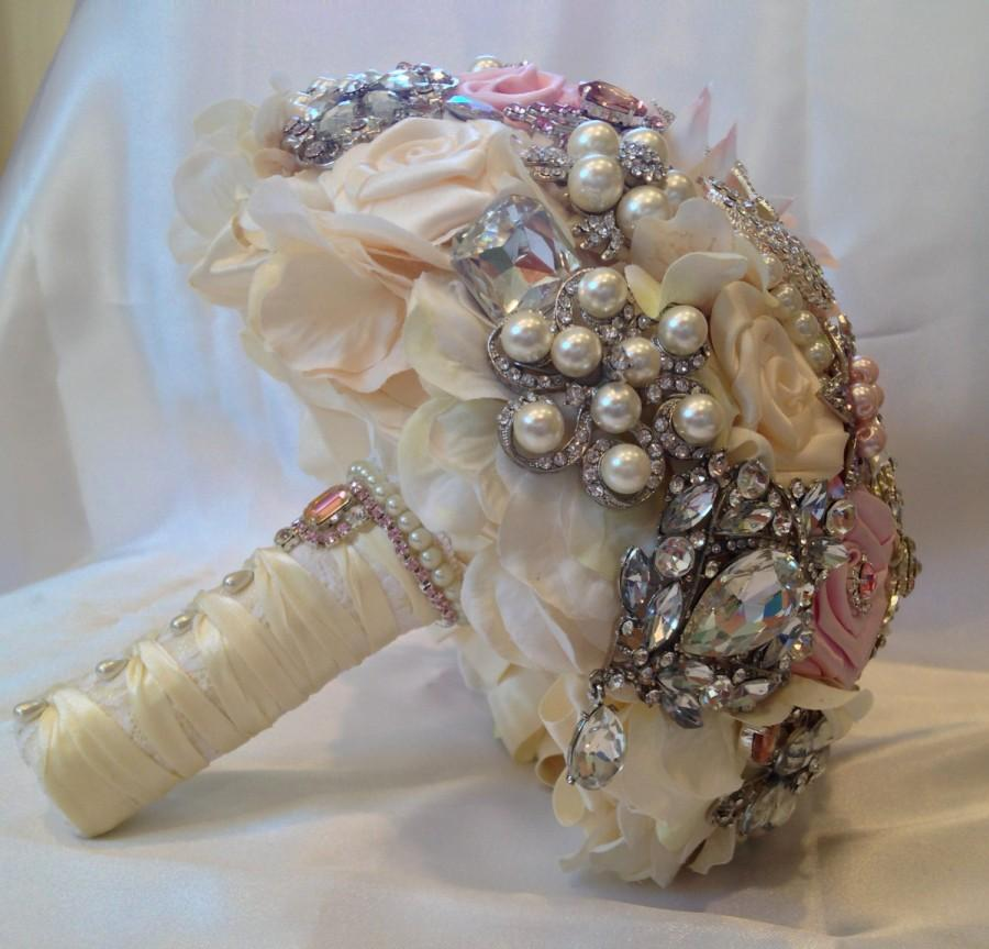 Mariage - Bridal Brooch Bouquet. Deposit on made to order White, Light Peach, Antique Ivory, Light Pink Wedding Heirloom Bling Diamond Broach Bouquet