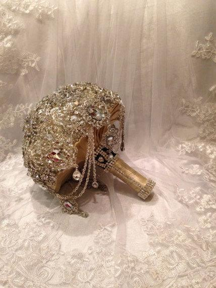 Mariage - Keepsake Wedding Brooch Bouquet. Deposit on Crystal bling broach bouquet. Silver Nude Champagne Black lace. Hanging jewels.