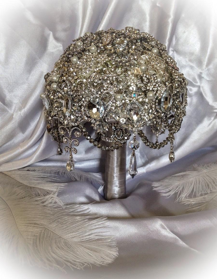Свадьба - The Great Gatsby Jeweled Bouquet.Deposit on Vintage Diamond Jeweled Crystal Pearl Brooch Bouquet.Broach Bouquet with draping jewelry