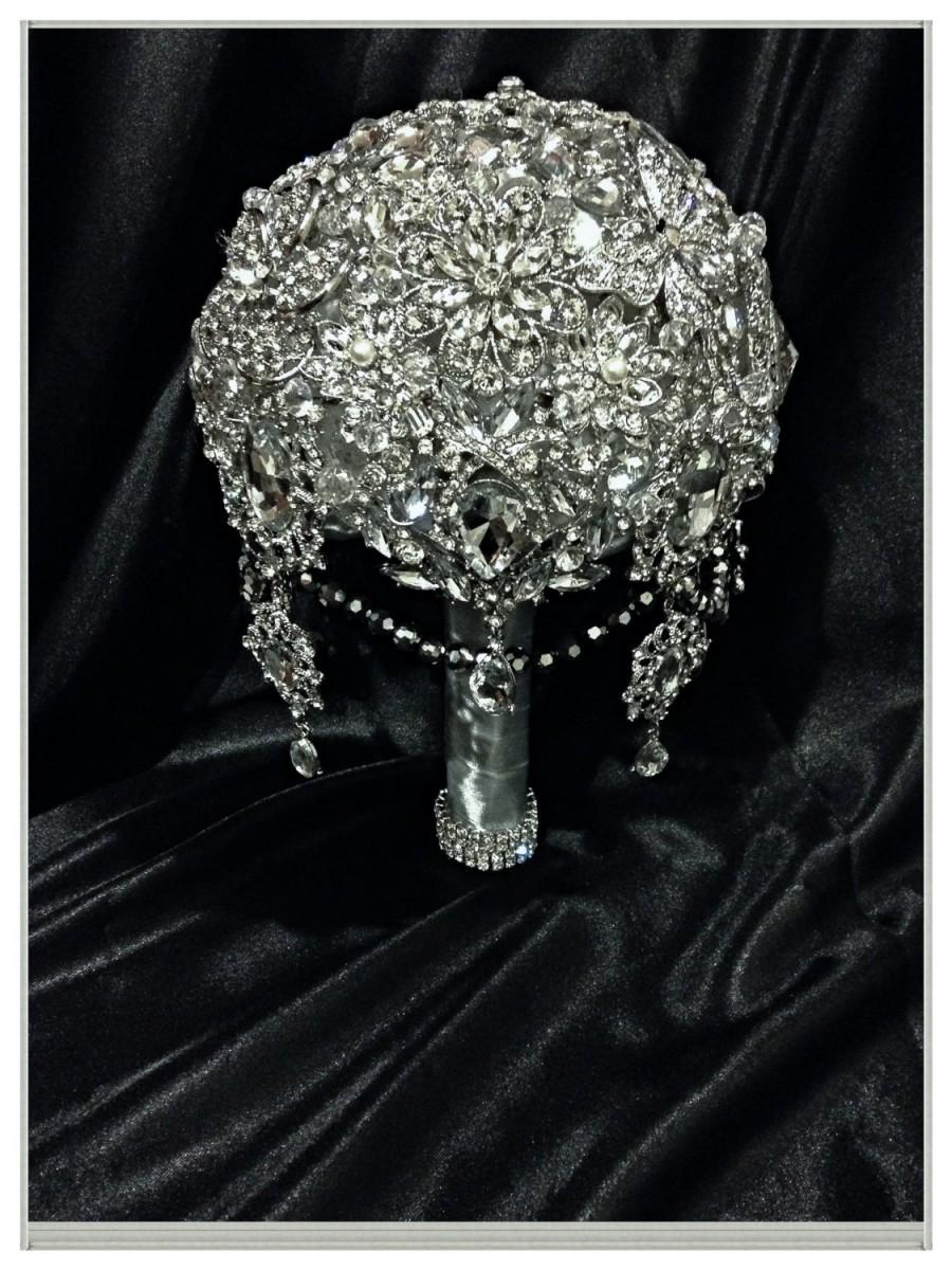 Свадьба - Princess Brooch Bouquet. Deposit on Great Gatsby Diamond Jeweled Crystal Bling Broach Bouquet with dangling jewelry. Quinceanera bouquet