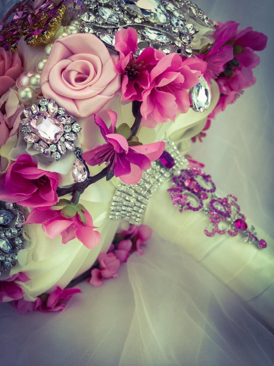 Свадьба - Pink Shades Ivory Crystal Bling Bridal  Bouquet. Classic Elegant Very Rich wedding jewelry keepsake petal bouquet