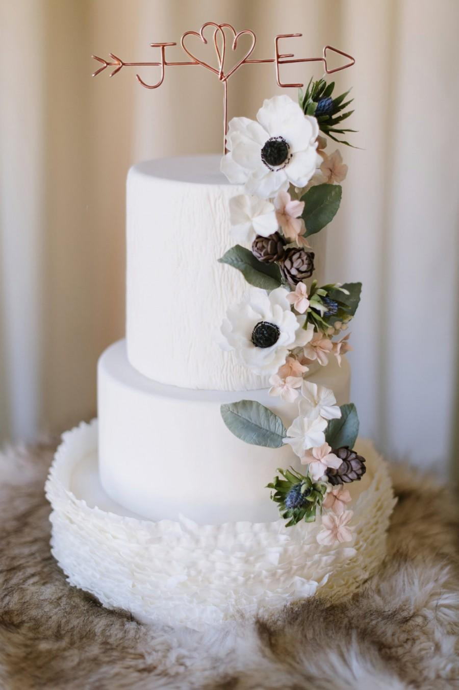 زفاف - Twin Hearts - Rustic Cake Topper - Wire Cake Topper - Arrow & Initials Cake Topper - Personalized Cake Topper - Rustic Chic - Wedding