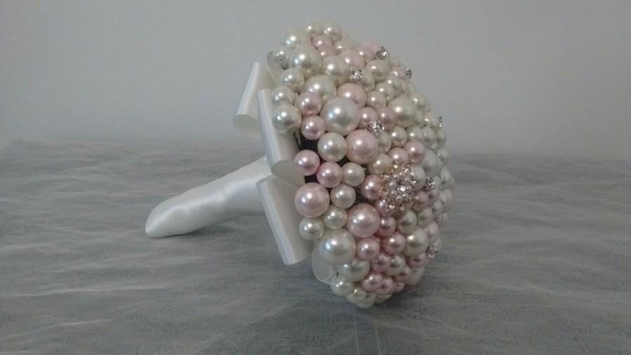 Свадьба - Flower girl/Junior Bridesmaid Pearl Bouquet. Small Pearl Bouquet.