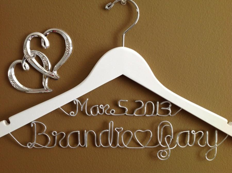 Mariage - Wedding Personalized bridal hanger,White two lines,brides hanger, Bridal Hanger with date, Bridal Gift,Wedding gift, Shower gift,