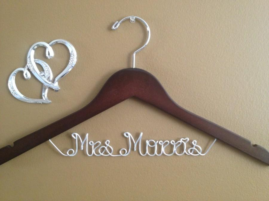 Свадьба - Bridal Hanger one line for your wedding pictures, Personalized custom bridal hanger, brides hanger, Bridal Hanger, Wedding hanger, Bridal