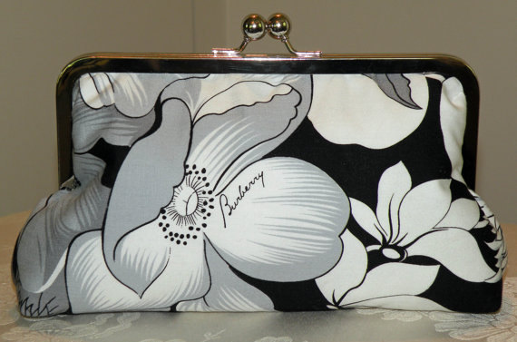 Свадьба - Floral Poppy/Chrysanthemum Clutch/Purse/Bag..Bridal/Long Island Bride Wedding To Be Gift/Silk Lined/Repurposed Burberry Skirt/Black/White
