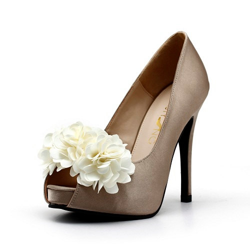 Свадьба - Champagne Satin Wedding Shoes with Fabric Flowers