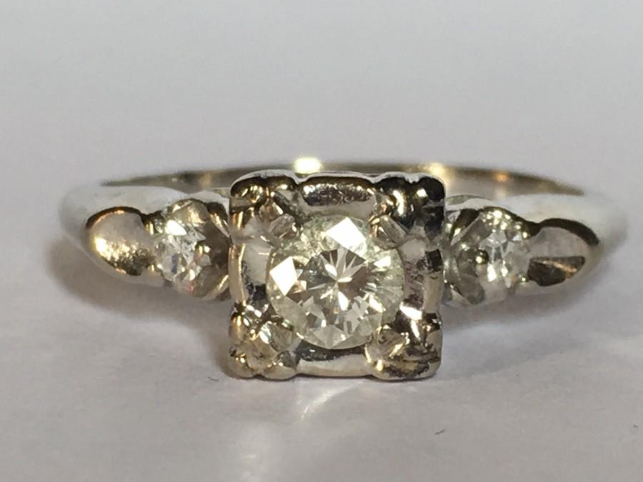Mariage - Vintage Engagement Ring. 3 Diamond Ring. 14k White Gold. Unique Engagement Ring. April Birthstone. 10 Year Anniversary. Estate Jewelry.