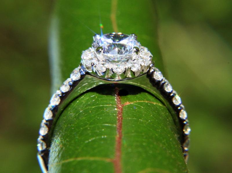 Mariage - CUSTOM Made - Diamond Engagement Ring - 1.61carat  Round - Split Shank-  Halo - Pave - Antique Style - 14K white gold