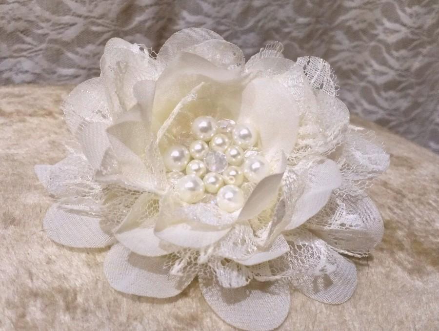 Свадьба - Ivory Bridal Hair Flower, Bridal Hair Clip, Crystal & Pearl Hair Flower, Lace Bridal Flower, Ivory Wedding Hair Flower, Wedding Fascinator,