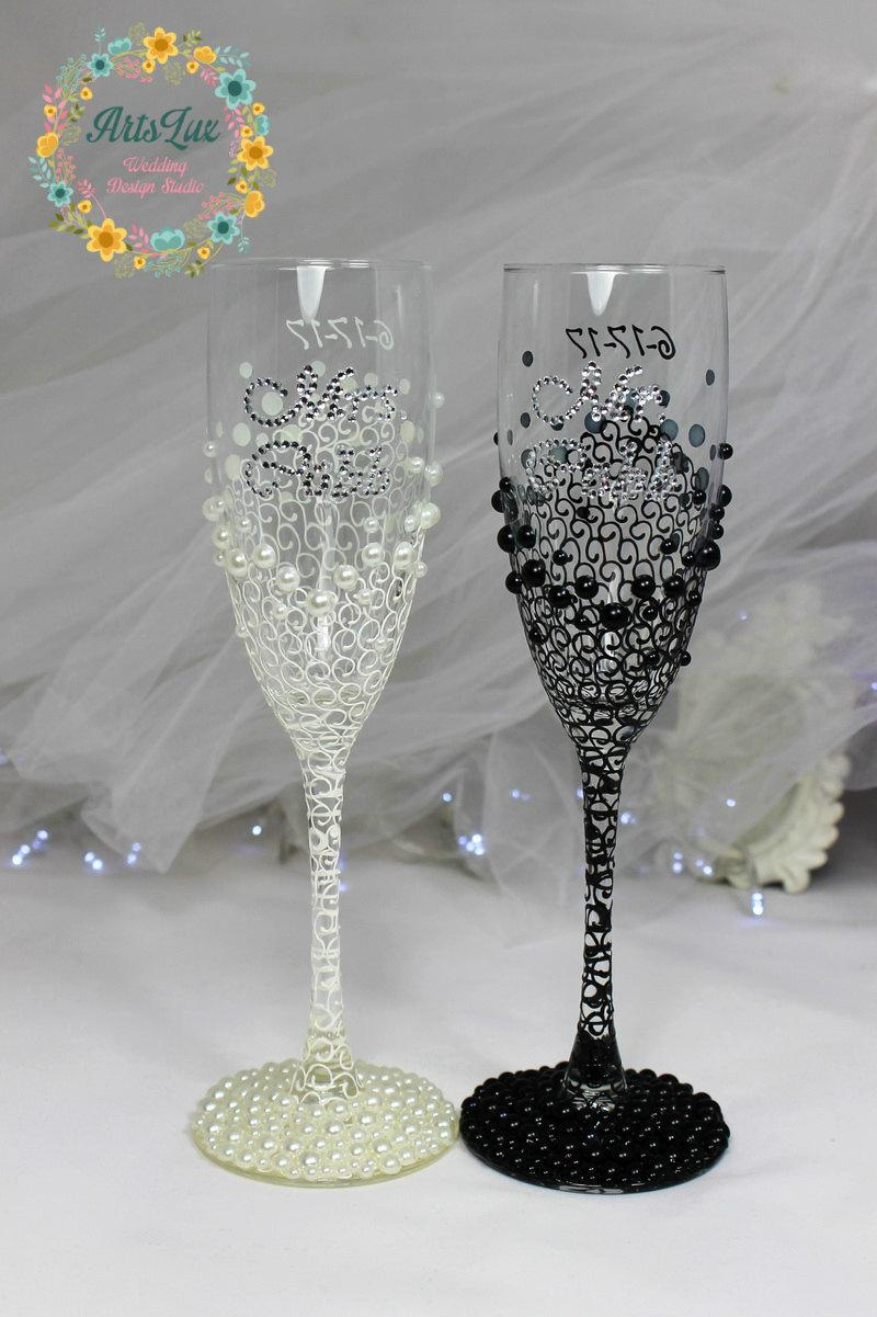 Personalized Wedding Champagne Gles In Ivory Black Hand Painted Flutes Pearls Favor Toasting Gift