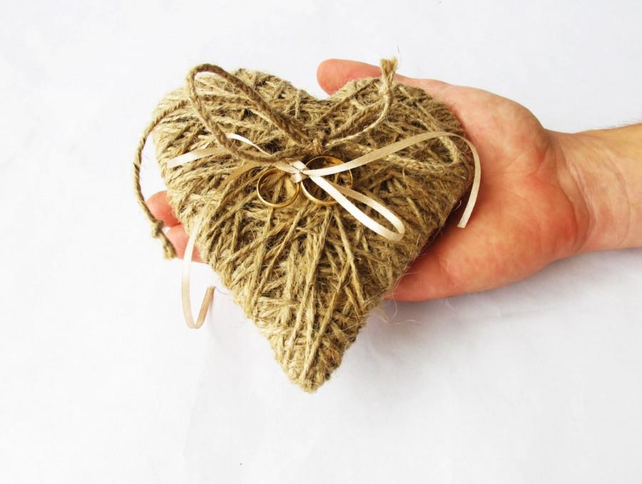 Hochzeit - Ring Pillow - Wedding Brown Jute Rings Pillows Heart Form Romantic Rustic Country Stylish Bridal Ring Bearer Pillow Flower Girl Boy Day