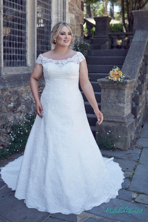 Hochzeit - Plus Size Lace Wedding Dress Bridget