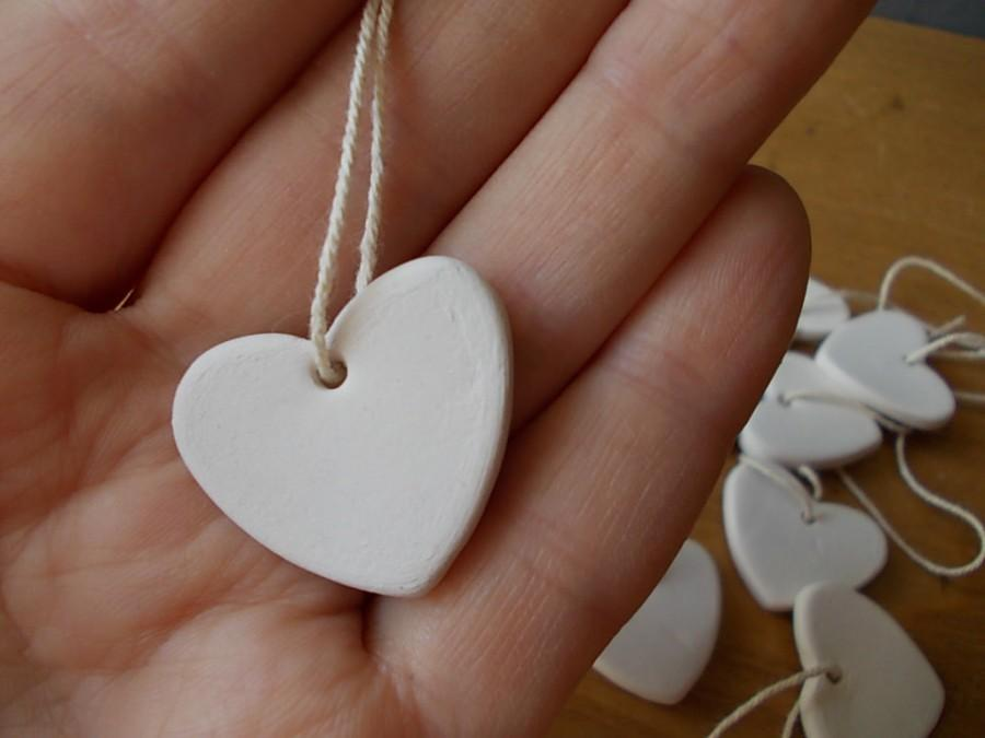 Mariage - 10 Ceramic Hearts / Gift Tags / Wedding FAVORS / Birthday Favors / HEART Chimes / Ornament / White Heart / Thankyou Gift / Shower favor