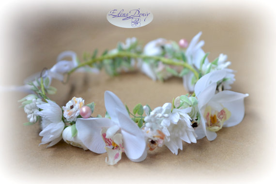 Mariage - Wedding flower crown Bridal floral crown White hair wreath Orchid Rustic crown White bridal flower headband Wildflowers wedding halo