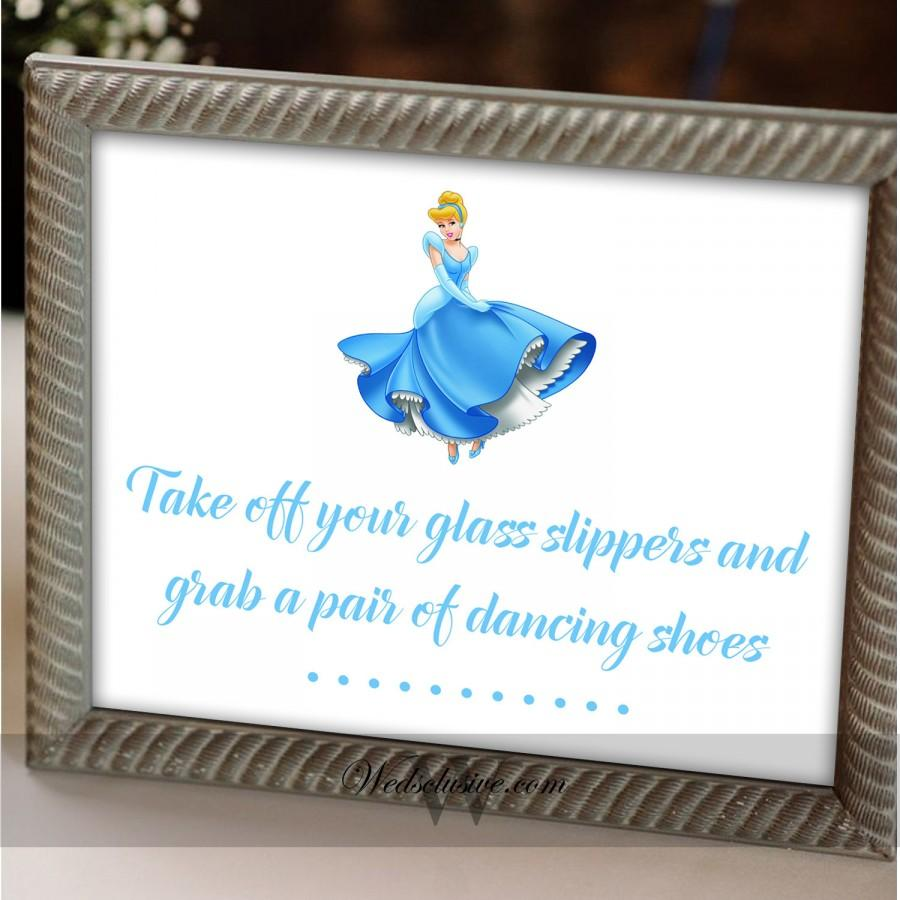 Свадьба - Cinderella Dancing Shoes Sign, Disney Theme Weddings, Fairy Tale Weddings , Princess Weddings, Flip Flop Sign - 8X10