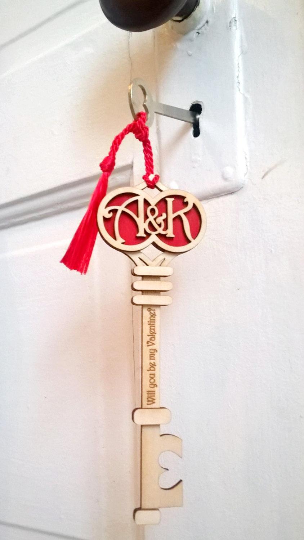 Свадьба - Personalized Wood Valentine or Wedding Gift: Deco Initials Key
