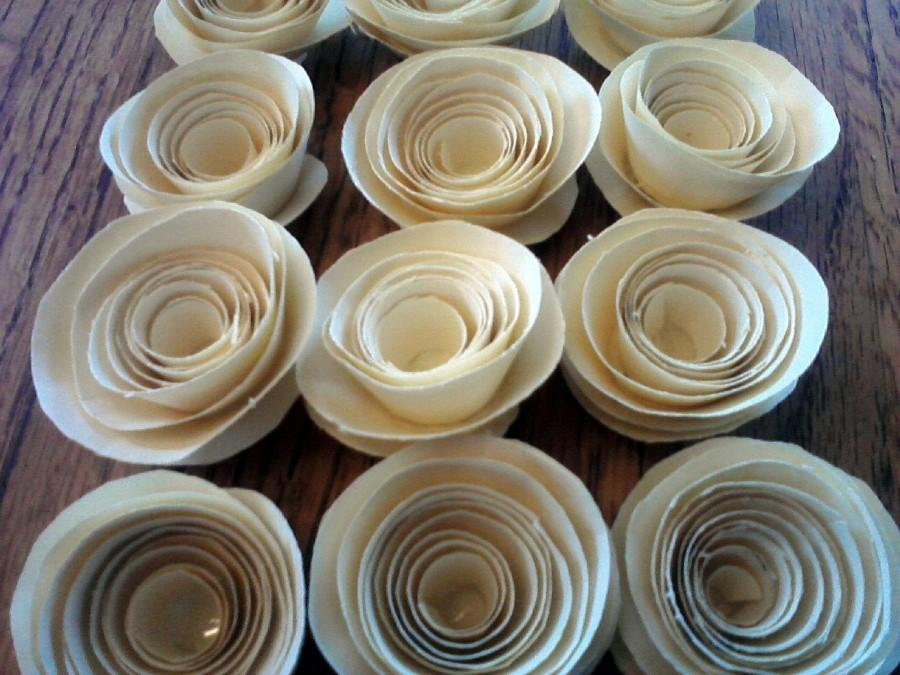Mariage - Set of 25 Ivory Paper Roses for Table Decor Wedding or Baby Shower Decorations Birthday Party Decor Set of 25 Paper Flowers