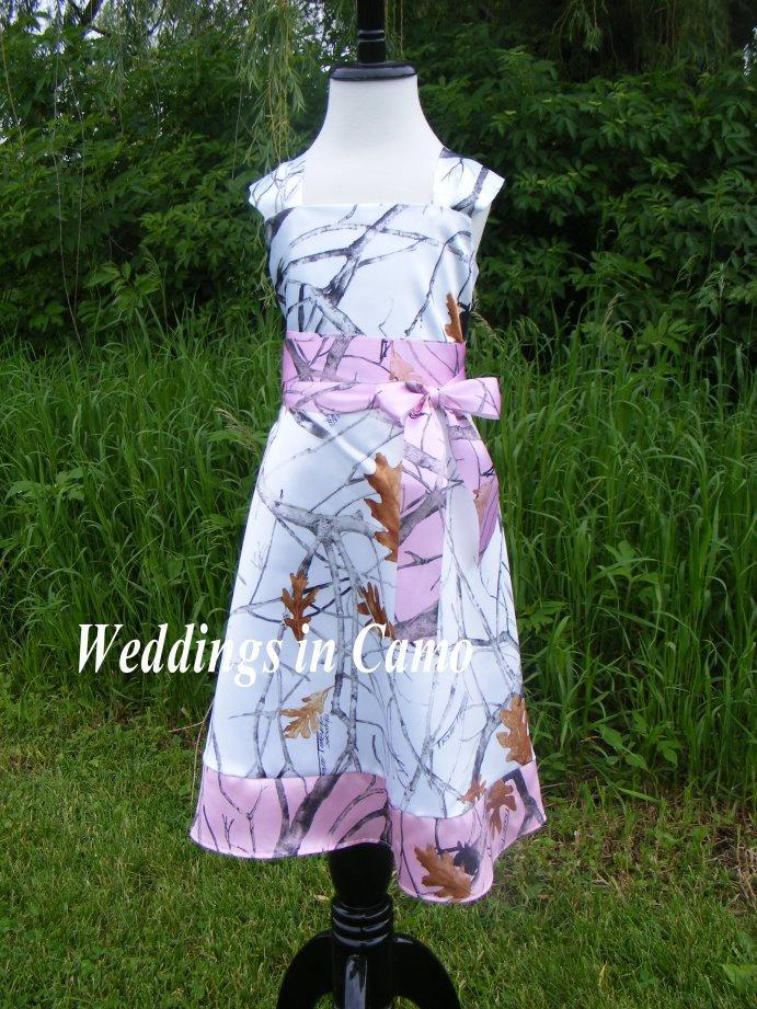 Mariage - CAMO Flower Girl Dress with BORDER  Pick your Camo colors for your Country Wedding