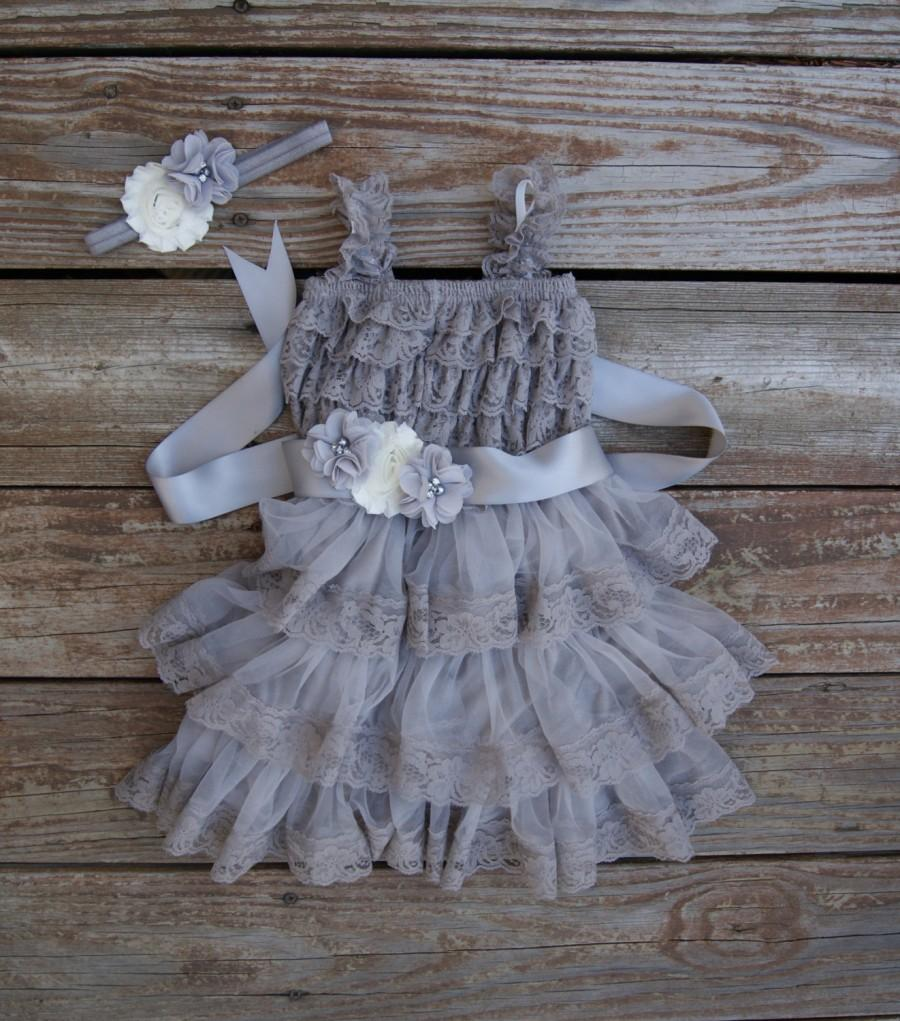Mariage - Gray flower dress. Country wedding. Rustic flowergirl dress. Girls grey dress. Toddler dress. Gray lace dress. Silver dress.