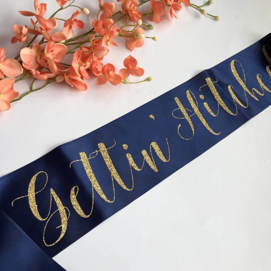 Mariage - Gettin' Hitched, Gettin' Hitched Sash, Country Bachelorette, Bride to Be Sash, Bachelorette Sash, Bridal Party Sash, Bachelorette Party