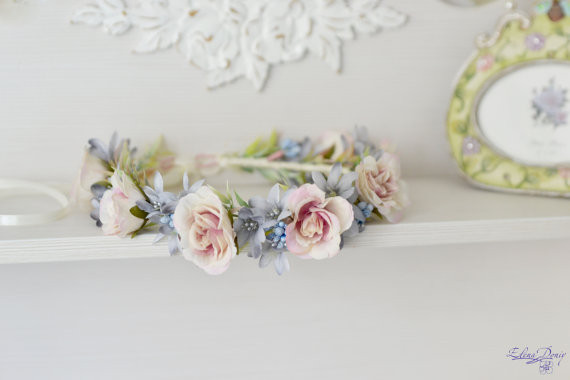 Boda - Serenity flower crown Cream roses hair wreath Wedding floral headband Pastel bridal crown blue Flower Girl Provence wedding crown Roses halo
