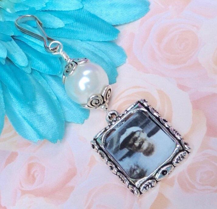 زفاف - Wedding bouquet photo charm. Handmade wedding keepsake - white,blue or pink pearl.Bridal bouquet charm.Gift for her.Bridal shower gift