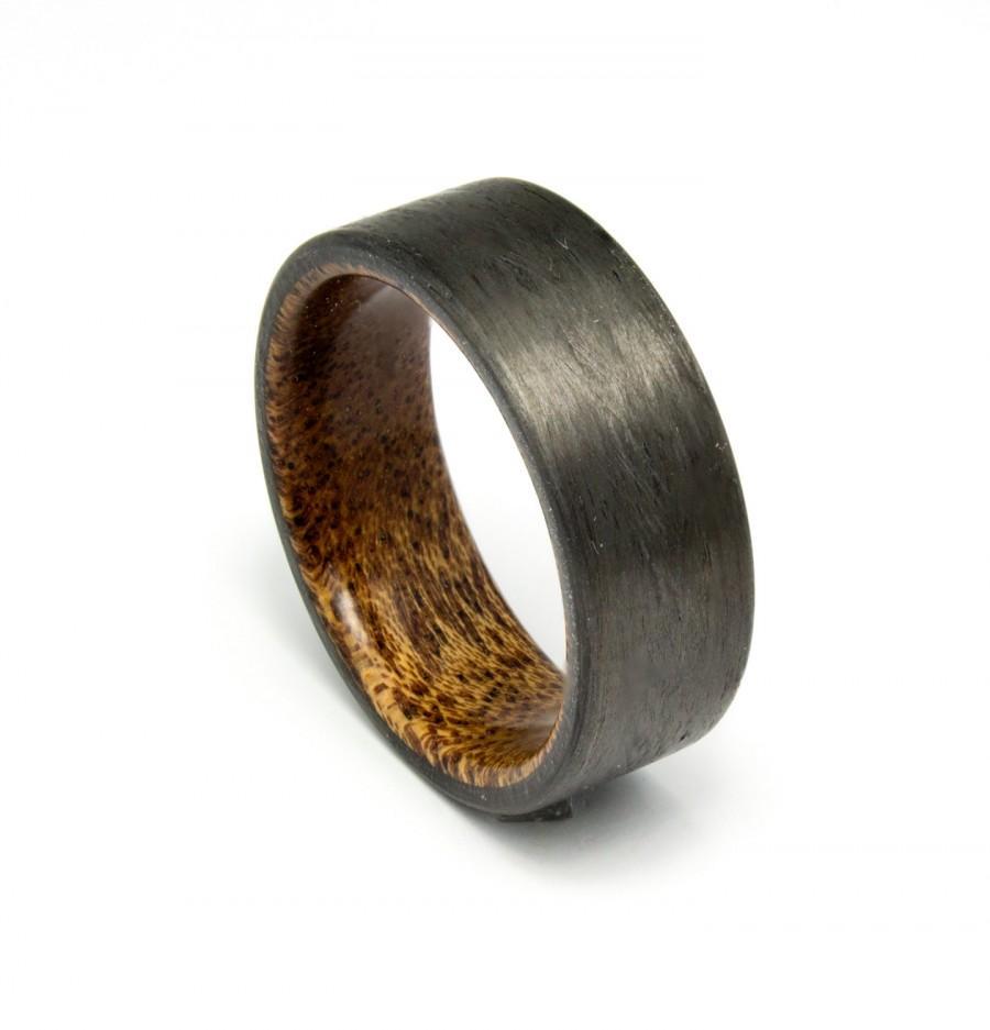 زفاف - Carbon Fiber ring with straight grain Mahogany wood liner