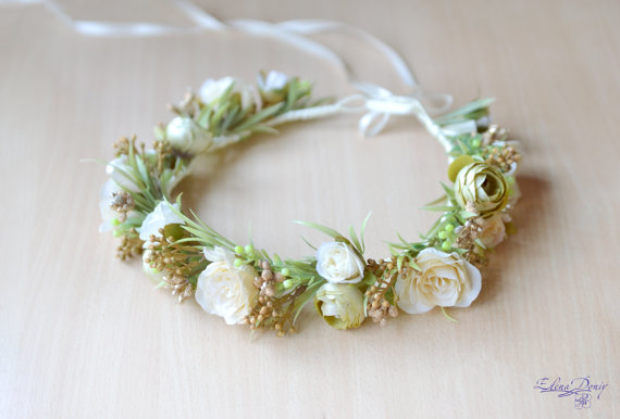 Mariage - Wedding flower crown Bridal floral crown Ivory hair wreath Ivory wedding headband Cream Roses head piece Boho wedding halo Ready to ship